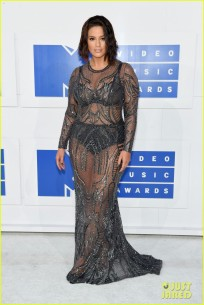Ashley Graham in Naeem Khan ©Justjared.com